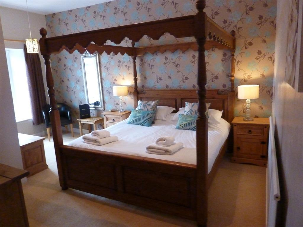 King-Deluxe-Ensuite-Four Poster - Base Rate