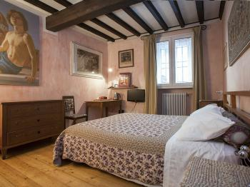 Double room-Budget-Ensuite with Shower-Street View-YOUR ROOM IN FLORENCE