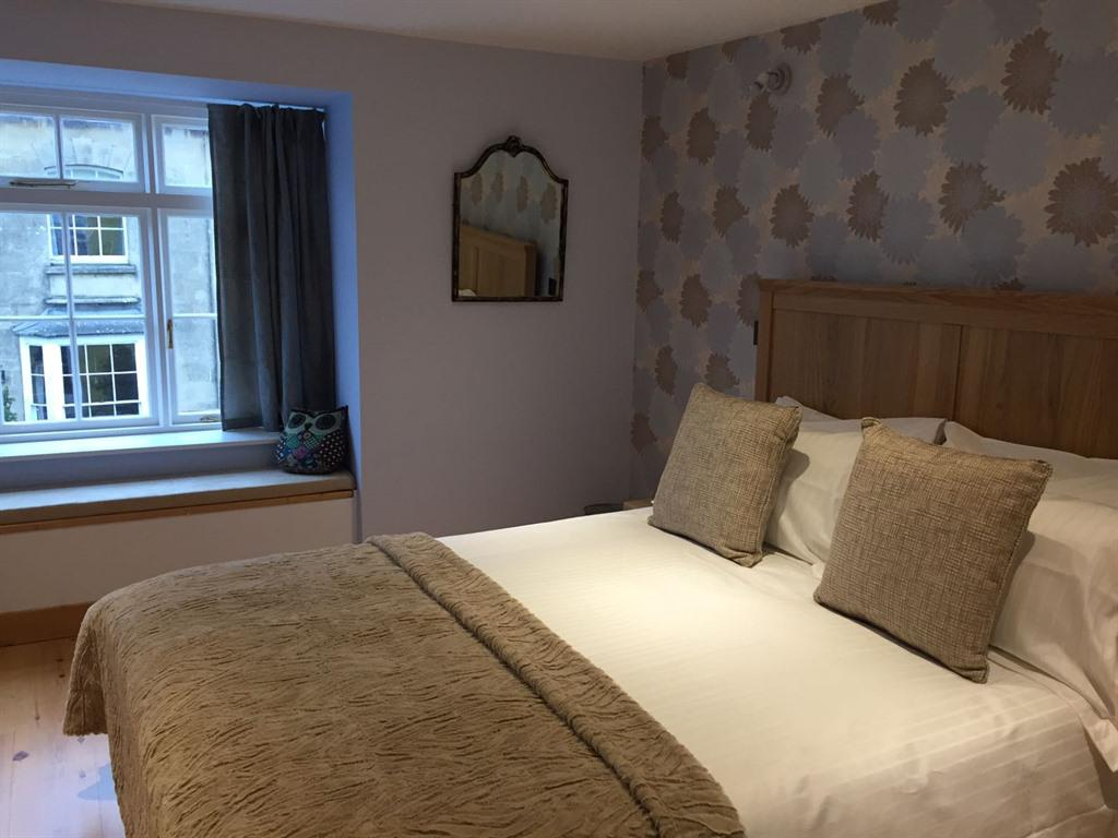 Double room-Ensuite with Bath-The Snowy Owl