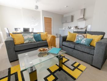 Topaz Serviced Apartments - Living room