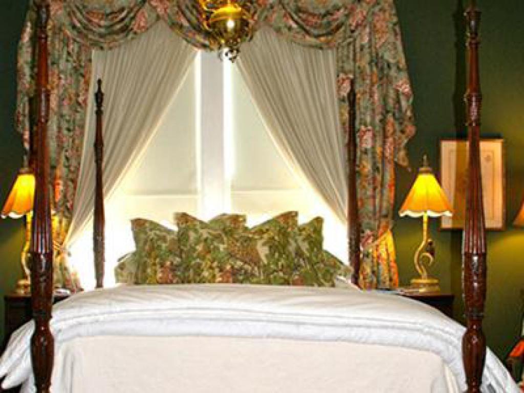 Queen-Jacuzzi-Honeymoon-Garden View-The Garden Room