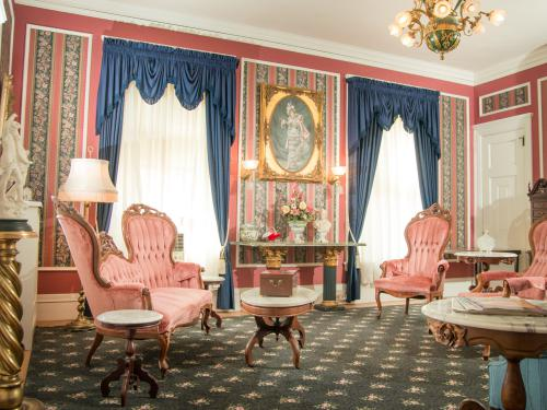 Knights of Kentucky Suite Parlour