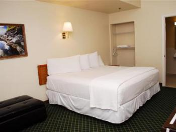 Triple room-Ensuite-Standard-Hotel room 105 - 1 King B - Triple room-Ensuite-Standard-Hotel room 105 - 1 King B