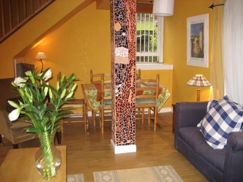 lounge/dining room of  kelvinside mews