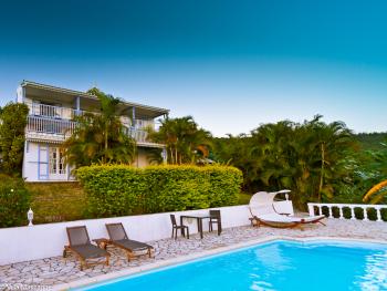 La Villa Mascarine depuis la plage de la piscine
