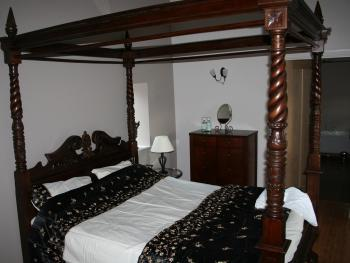 Groom's Cottage Luxury Bedroom and Ensuite