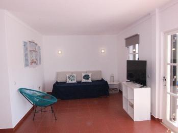 Apartamento-Casa de banho privada-T1- Cama de casal
