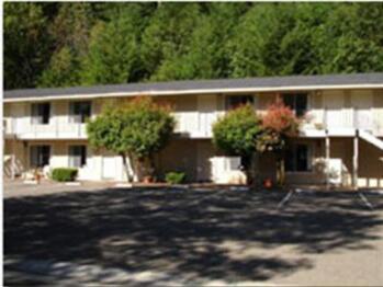 Eagle & Rose Inn, Cobb Village Inn -