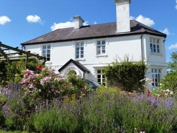 Bulleigh Barton Manor - Garden View