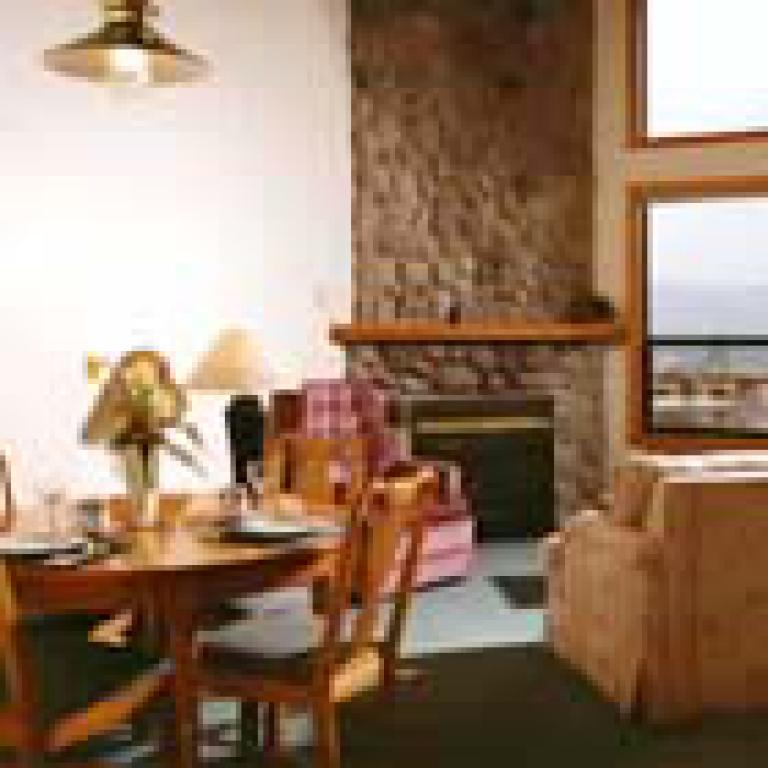 Suite-Jacuzzi-Luxury-Countryside view-Snowberry Suite