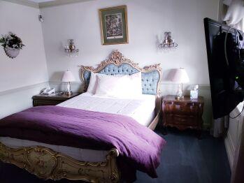 Two Room Suite - 2 Queen Beds