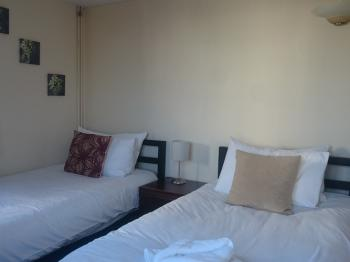 Twin room-Comfort-Ensuite with Shower-Garden View - Base Rate