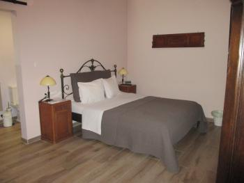 Deluxe-Double room-Ensuite with Bath-Room 3