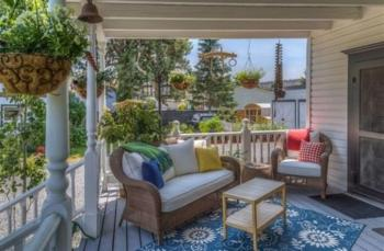 Back Porch / Outdoor Seating