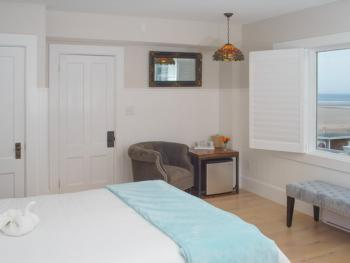 Double room-Ensuite-Standard-Partial Ocean View-108 - Main House, 1 queen