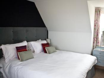 Family room-Deluxe-Ensuite with Shower-Garden View-The Hare Seat