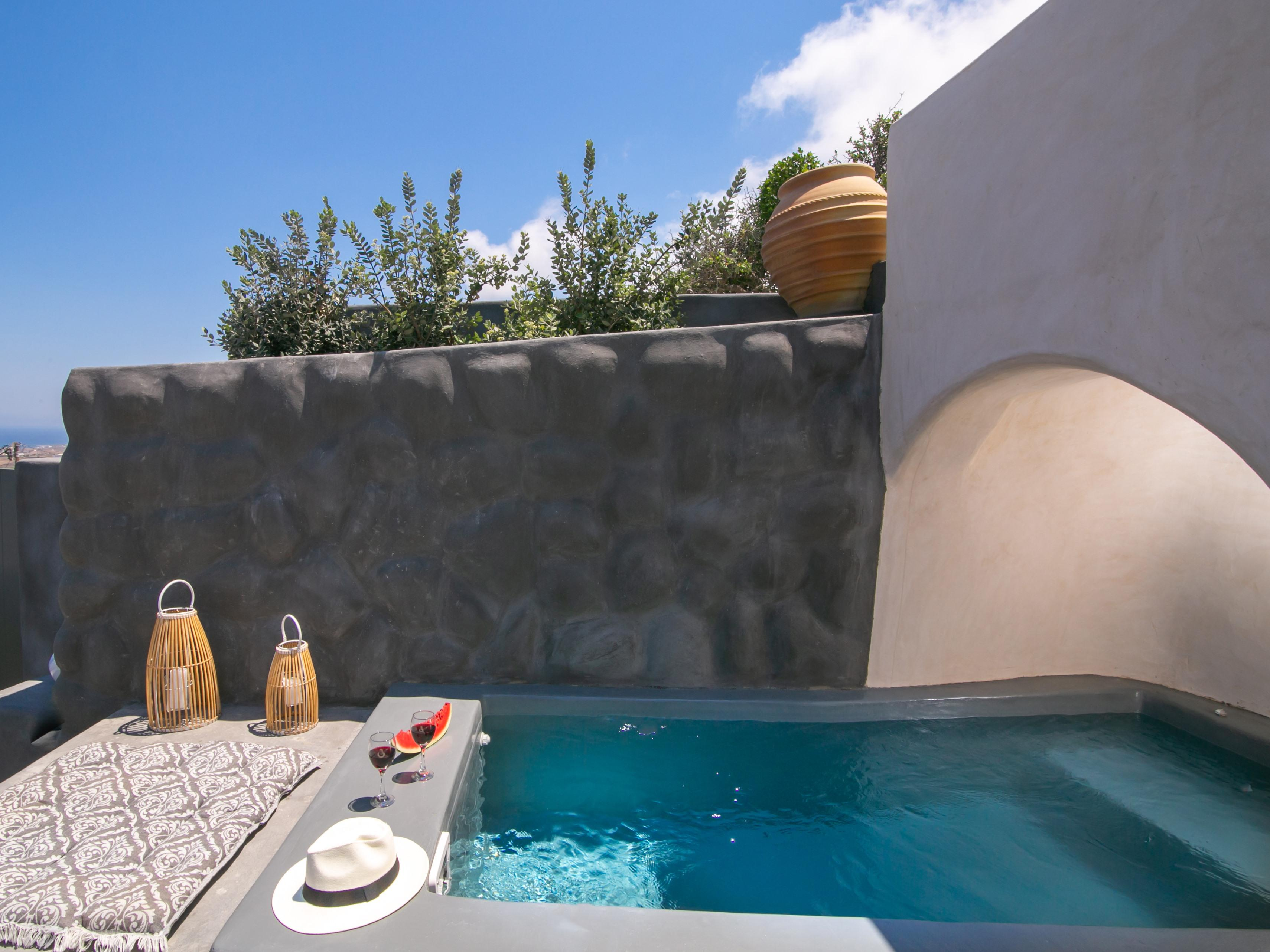 Rinia w/t Outdoor hot tub