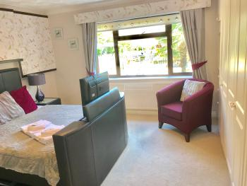 King Suite with En-Suite (Room 9)