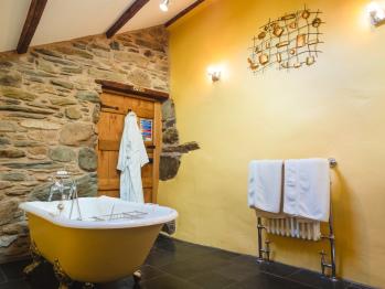 Windermere (The Annex) bathroom