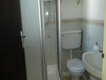 Clean and well presented en-suite shower rooms