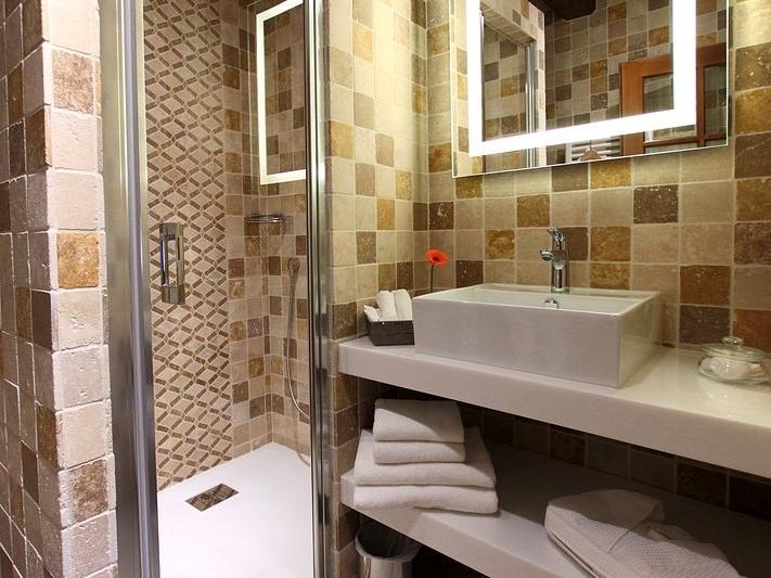 Suite-Confort-Salle de bain privée séparée-Vue sur Jardin-Orientale