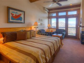 Big Thompson King Lodge Room