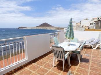 Beachfront Penhouse with terrace in El Medano
