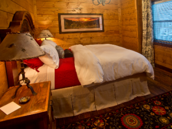 Cedar-Queen Room