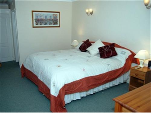One of our executive double en-suite rooms
