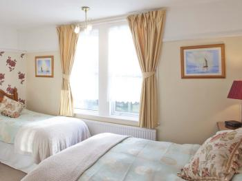 ROOM 4  FAMILY ROOM DOUBLE BED AND SINGLE BED EN-SUIT FREE WI-FI