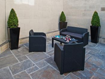 Crescent apartment: Patio
