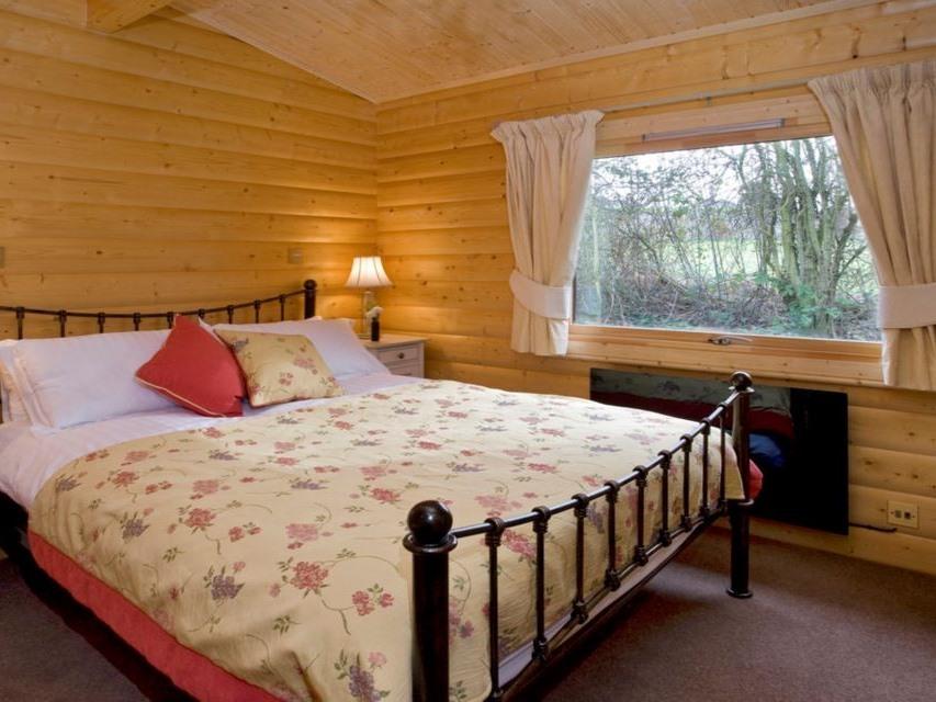 Lodge-Private Bathroom-River View-Private Garden