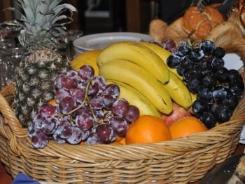 Frühstücksbuffet: frisches Obst zum Frühstück