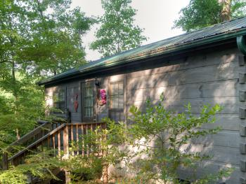 Arbor Cabins at Lake Lure - Exterior of Tall Oaks Cabin