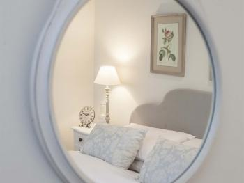 Apartment-Luxury-Ensuite with Shower-Garden View