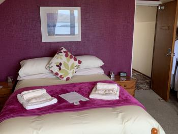 Tiree (Large Triple Room / Sea View)