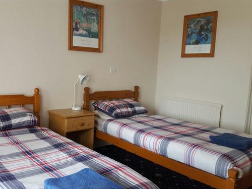 Twin room-Comfort-Ensuite with Bath-Terrace-Room 2