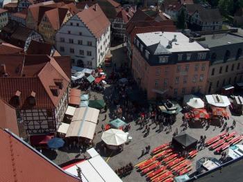 Der historische Altmarkt von Schmalkalden mit vielen liebevoll restaurierten Fachwerkhäusern, hier finden Mittelalter-Märkte oder Open-Air-Konzerte statt