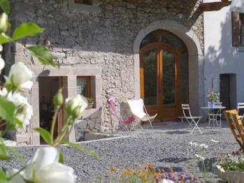 La terrasse et le salon de jardin à votre disposition