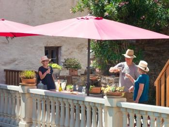Les 3 Moulins Chambres d'hotes - Une Terrasse, une table et des hôtes , le bonheur !!!
