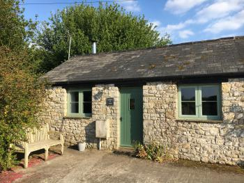 Cottage-Ensuite-no. 4 Warbler