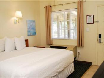 Double room-Ensuite-Standard-Hotel room 215 - king bed - Double room-Ensuite-Standard-Hotel room 215 - king bed