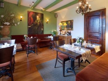 Dining room, daily gourmet evening meals.