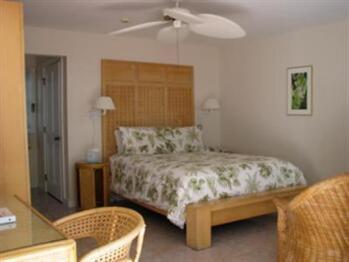Poolside 108-Double room-Ensuite-Standard